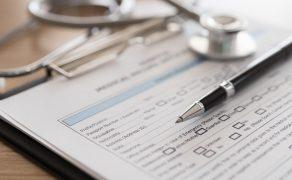 przechowywanie dokumentacji medycznej; fot. istockphoto